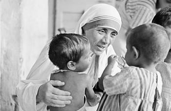Mother-Teresa-+-children